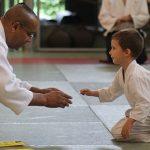 Image d'un échange entre le prof et un élève dans notre club aïkido, Kiryoky, à Bruxelles